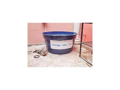 Instalan tanques en casas con déficit en la provisión de agua