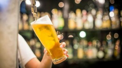 Suspenden ventas de cerveza brasileña investigada por riesgo a la salud