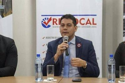 Viceministro del Empleo justifica comunicado que motivó renuncia de Enrique López