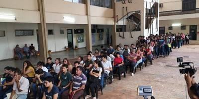 Masiva concurrencia a feria de empleo en Fernando de la Mora