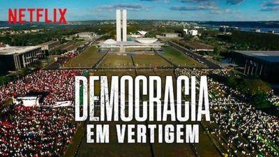 """Bolsonaro llama """"porquería"""" al documental brasileño nominado al Óscar"""