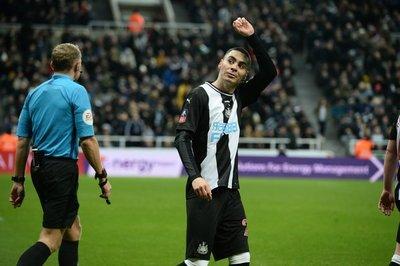 Otro gol de Miguel Almirón en Inglaterra