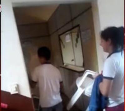 Jóvenes toman Municipalidad de Mayor Otaño y son atacados con piedras