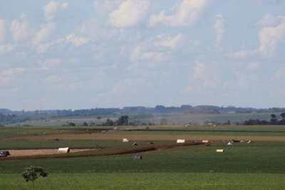 Ocupación masiva en tierras genera tensión en Campo 9