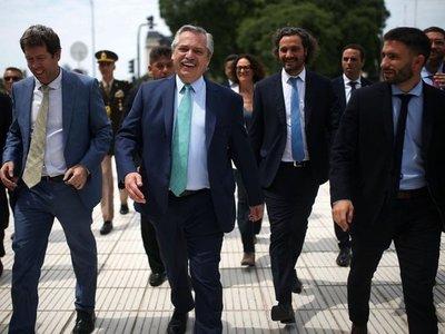 Argentina recorta tasa de interés de créditos para reactivar economía