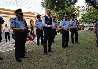 Mingas ambientales: Policía acompaña tareas de limpieza