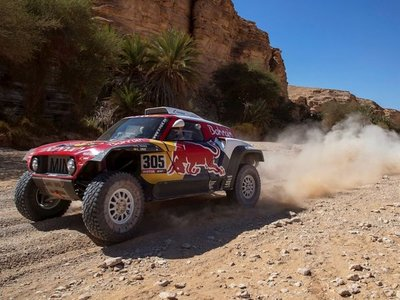 Carlos Sainz va camino de conseguir su tercer Dakar