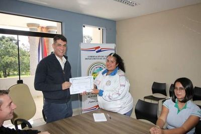 Estudiantes de Agronomía entregaron reconocimiento al Gobernador Ronald Acevedo