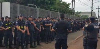 Policía se prepara para desalojar excasa de Stroessner
