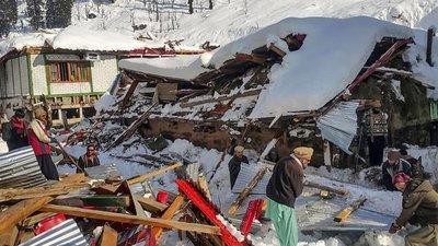 Casi un centenar de muertos por las intensas nevadas y lluvias que golpean Pakistán