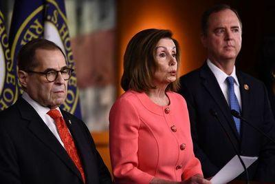 Pelosi nombra a los legisladores que serán fiscales en juicio a Trump