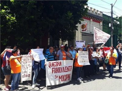 Estafados por Mocipar se manifestaron frente a MUVH