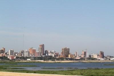 Por qué la economía paraguaya genera confianza para atraer inversiones, señala analista