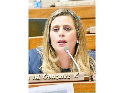 Kattya plantea recorte para concejales departamentales