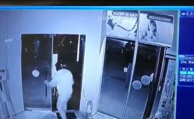 Motochorros llevaron dinero durante hurto a farmacia