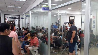Argumentan falta de personal en Clínica Ingavi de IPS ante servicio colapsado