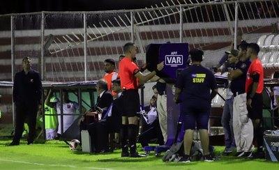 La primera histórica intervención del VAR en la liga paraguaya