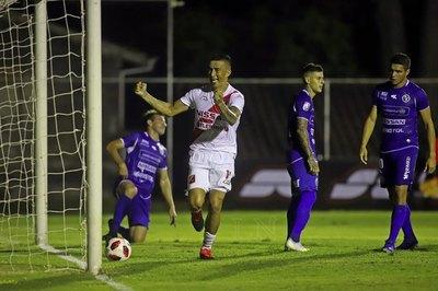 River Plate goleó a Sol de América y arrancó con el pie derecho