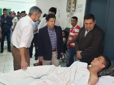 Mario Abdo y Euclides Acevedo brindan apoyo a agentes Linces heridos
