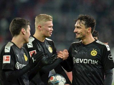 Haaland debuta con triplete en remontada del Dortmund