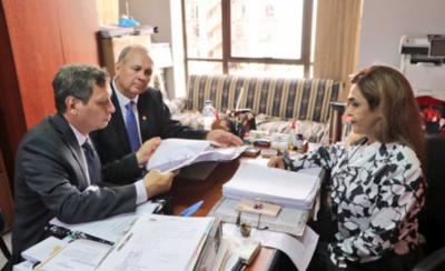 HOY / Ministerio Público imputa a Ferreiro por lesión de confianza