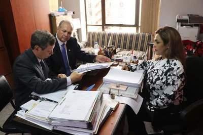 Fiscalía imputa al ex intendente Mario Ferreiro