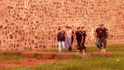HOY / Túnel es 'maquillaje': 91 reos salieron en grupos por el portón, revela ministro