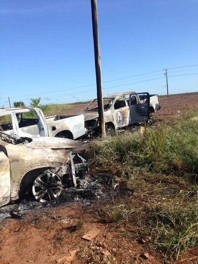Hallan tres vehículos quemados en el lado brasileño