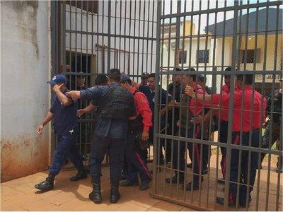 Casi 30 guardiacárceles quedan detenidos tras masiva fuga de reclusos en PJC