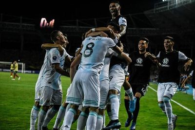Argentina y Chile lideran el grupo A
