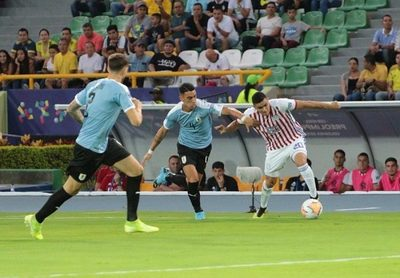 Paraguay cae ante Uruguay en su debut en el Preolímpico