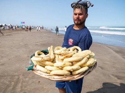 La chipa se agota en la playa argentina