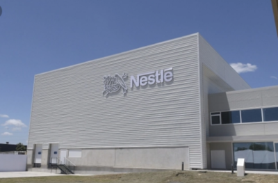 HOY / Nestlé invierte más de US$ 2.000 millones para crear mercado de plástico reciclado