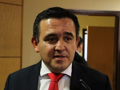 Petta recibió denuncia de Camilo Soares sobre Municipalidad