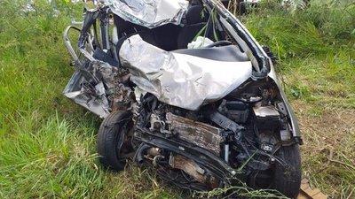 Choque frontal entre un camión y un automóvil deja una joven fallecida en Coronel Oviedo