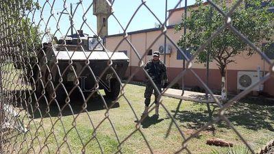 Tras fuga masiva, policías y militares refuerzan cárcel de San Pedro