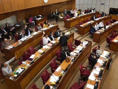 Senador advierte que podrían darse recortes a Fiscalía si no da informes