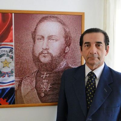 Diplomático Augusto Ocampo Caballero, en estado delicado por dengue