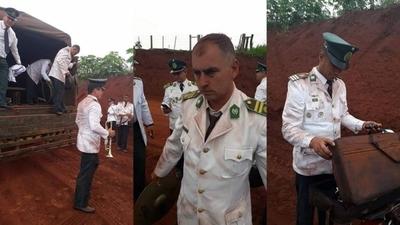 """HOY / Humillante: músicos militares llegaron """"empolvados"""" a inauguración de Abdo"""