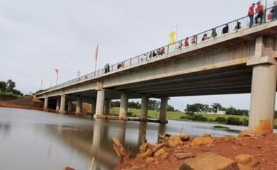 Oficialmente inaugurado el puente que une a Minga y Hernandarias