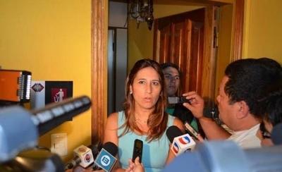 HOY / Precandidata cuestiona a políticos que usan problemática del dengue en campaña