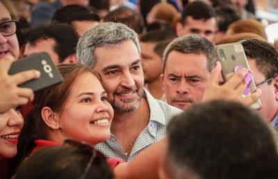 Abdo Benítez suspende agenda a causa de mareos