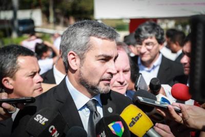 Mario Abdo presenta cuadro febril y dolor de cabeza: 'habrá que determinar de qué se trata', dice ministro