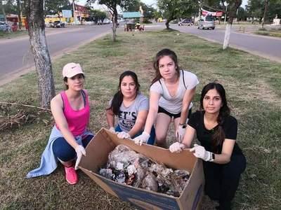 Jóvenes eliminan criaderos en la Avenida Pinedo