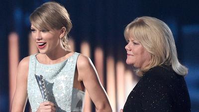 Taylor Swift revela que su madre padece de un tumor cerebral