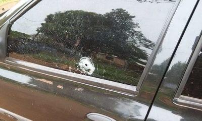 Desconocidos disparan contra automóvil estacionado