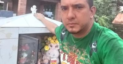 Llorando pide que paguen por asesinato de Vivi