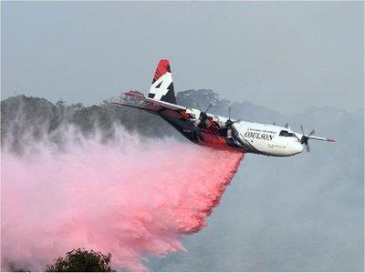 Avión cisterna se estrella en Australia y mueren tres bomberos