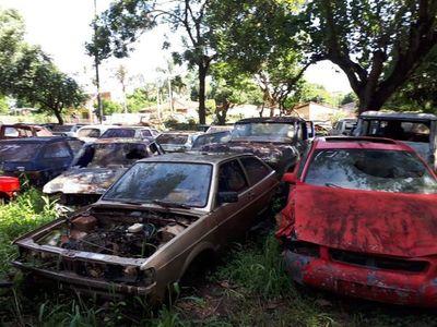Justicia autoriza a la Policía a destruir unos 5.000 vehículos chatarra abandonados