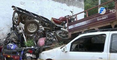 Jueza ordena destrucción de vehículos abandonados en dependencias policiales